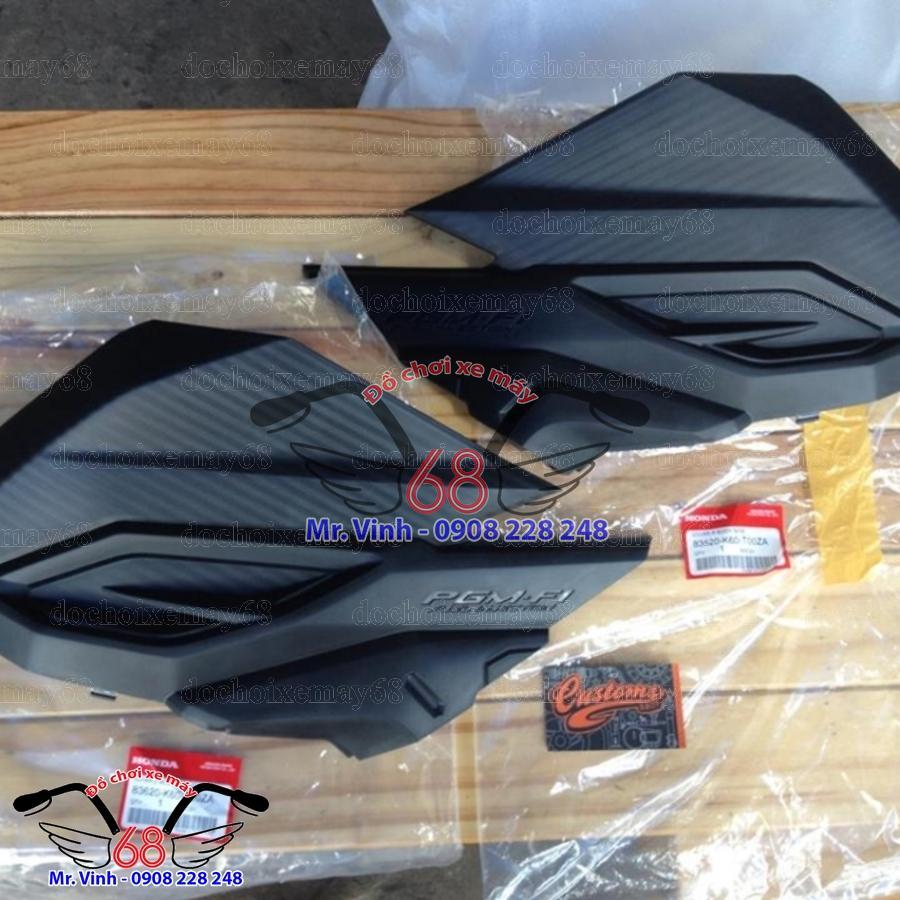 yếm gác chân sau nhựa đen Vario 150