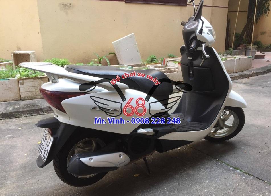 xe máy được gắn chân chống điện